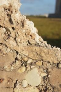 Loss of the top of the wall Pérdida de la coronación del muro